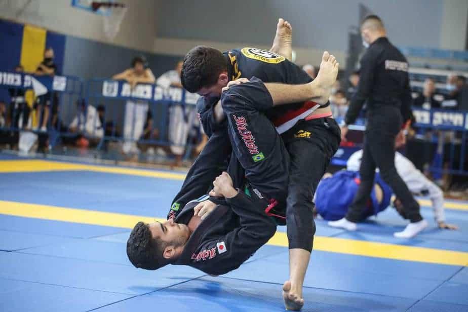 הלוחם שי עבד (משמאל) באליפות ישראל בג'יו ג'יטסו. צילום: עופר עמרם עבור התאחדות הג'יו ג'יטסו תחרותי מסורתי בישראל