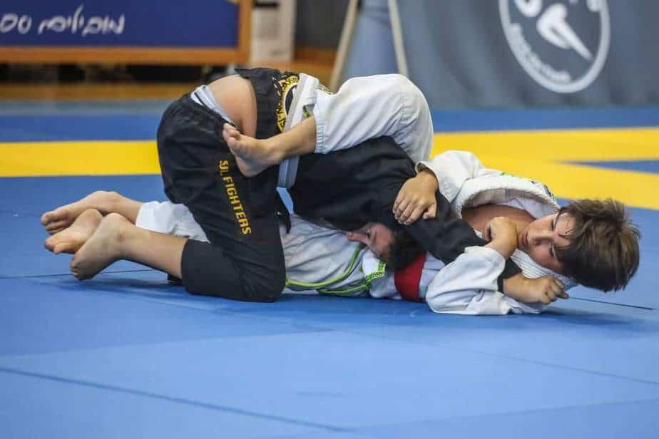 לי דקל (בלבן) באליפות ישראל בג'יו ג'יטסו. צילום: עופר עמרם עבור התאחדות הג'יו ג'יטסו תחרותי מסורתי בישראל
