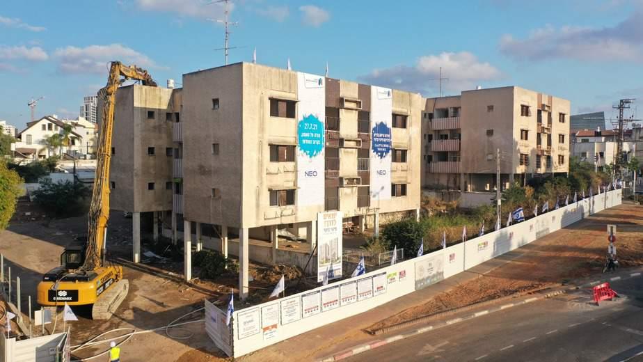 הריסת הבניינים במתחם הפינוי-בינוי ברחוב דוד בן גוריון בגבעת שמואל. צילום: שחר סירי