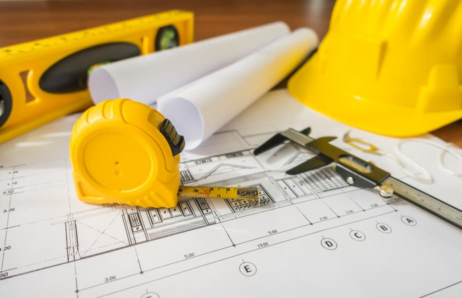 בסט לינקס קרדיט תמונה:freepik construction-plans-with-yellow-helmet-drawing-tools-bluep