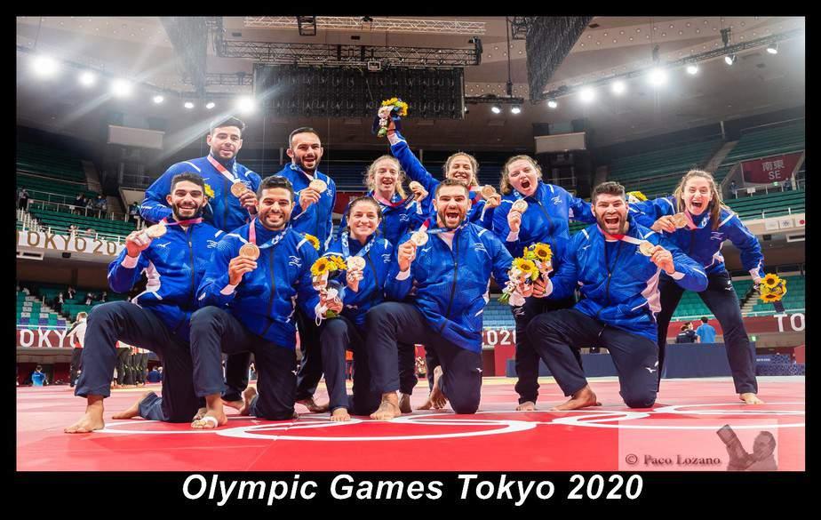 נבחרת הג'ודו של ישראל באולימפיאדת טוקיו לאחר הזכייה בתחרות הקבוצתית. צילום: באדיבות איגוד הג'ודו בישראל