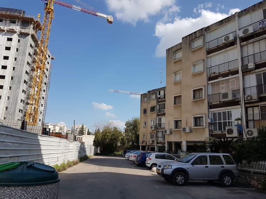 בניינים ישנים ברחוב הרצל ביהוד. צילום: דוברות עיריית יהוד-מונוסון
