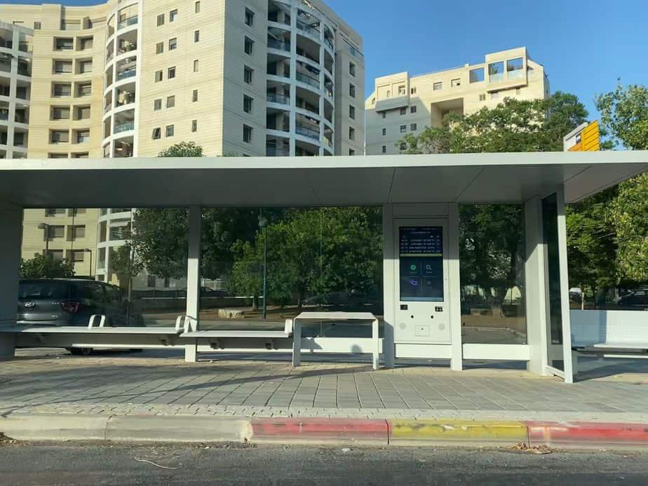 תחנת אוטובוס בקריית אונו. צילום: אונו NEWS