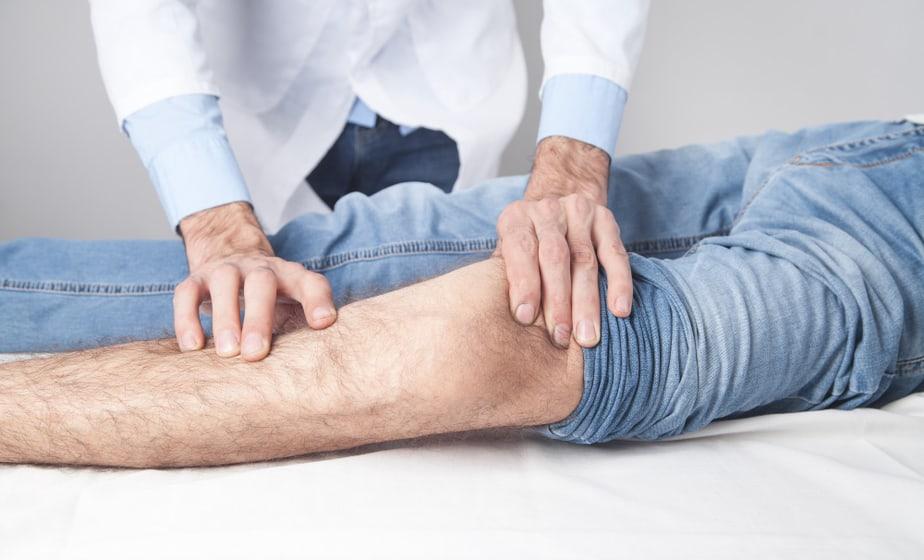 מגה לינקס צילום: freepikdoctor-treat-knee-patient