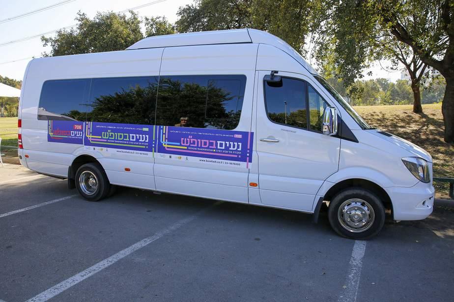 """מיניבוס של """"נעים בסופ""""ש"""". צילום: באדיבות עיריית תל אביב-יפו"""