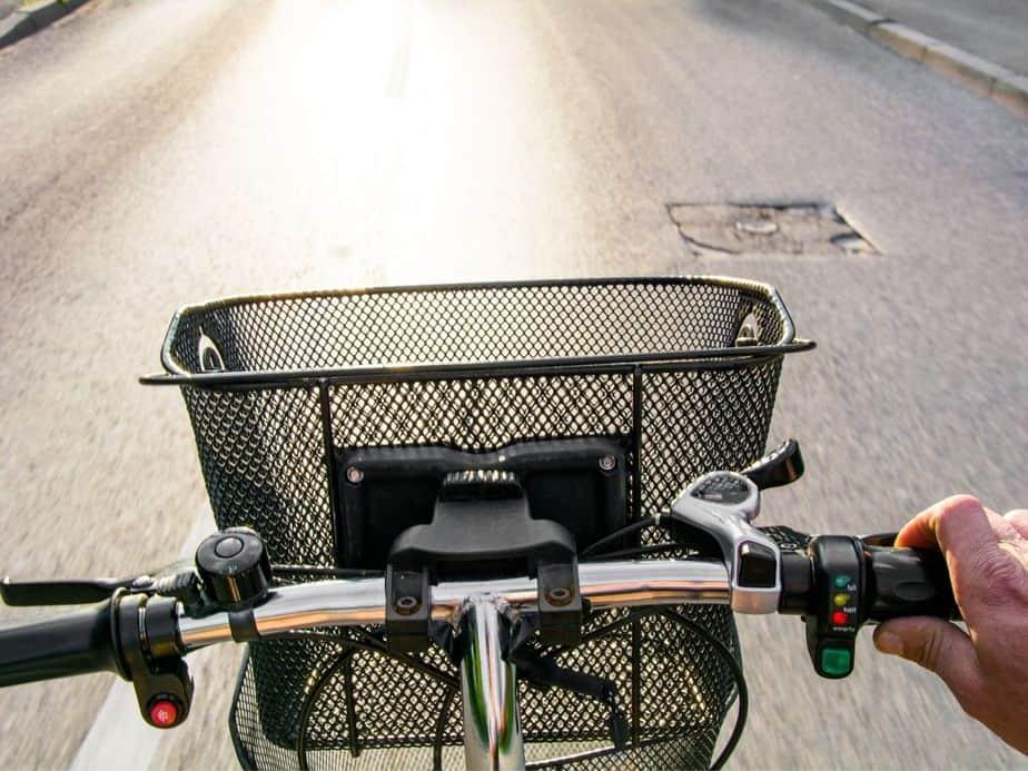 חנויות אופניים וקורקינטים הכי מומלצות בתל אביב. אילוסטרציה canva