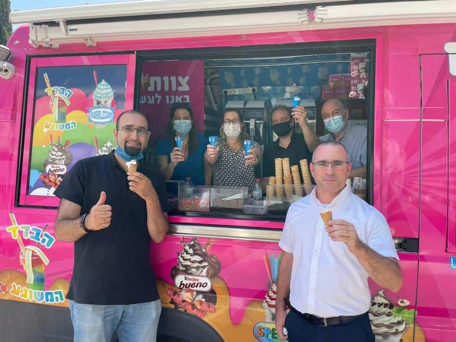 """אוטו גלידה במרפאת יהוד. צילום באדיבות מחוז דן-פ""""ת בכללית"""