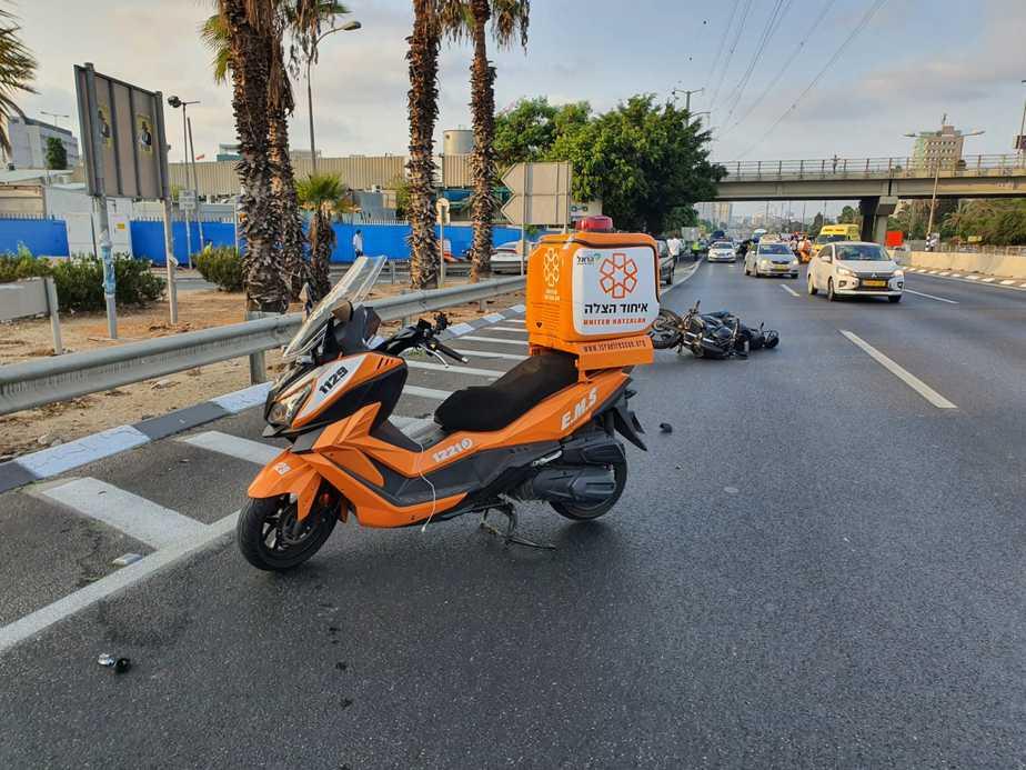 זירת התאונה בכביש 4 ליד גבעת שמואל. צילום: דוד ינון